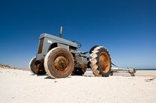 Free Tractor On Beach Royalty Free Stock Images - 8867559