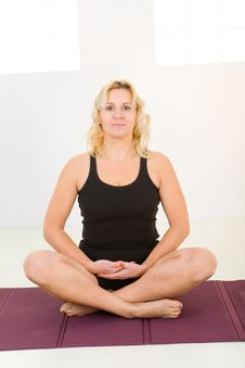 Free Woman Meditating Stock Photography - 8868942