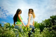 Free Two Girls On  Meadow Royalty Free Stock Photography - 8869617