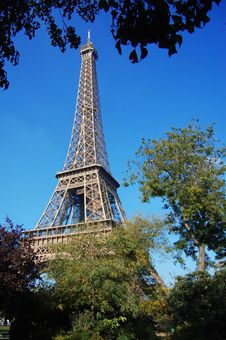 Free Tour D Eiffel In Blue Sky Stock Photos - 8869803