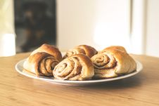 Free Cinnamon Buns Royalty Free Stock Images - 88696769
