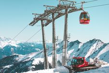 Free Ski Lift At Kitzsteinhorn Royalty Free Stock Photography - 88696957