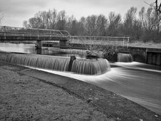 Free Weir And River Stock Images - 88697064