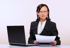 Free The Woman With Laptop Stock Photography - 8875092