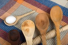 Free Set Spoon Wood With Egg Royalty Free Stock Photos - 8879118