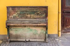 Free Old Piano Stock Photography - 88752692