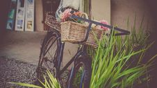Free Vintage Bicycle With Basket Stock Photography - 88755212