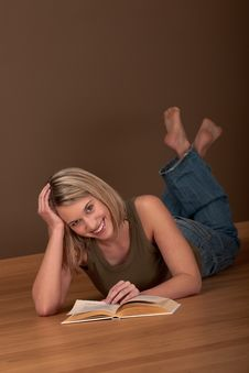 Free Student Series - Blond Young Woman Reading Stock Photography - 8882962