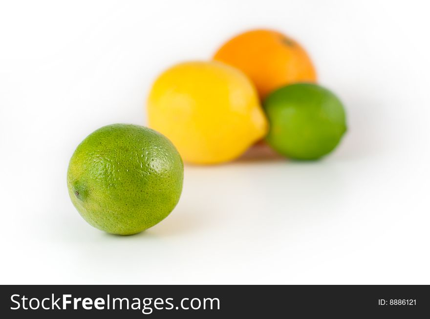 A lime in front of other citrus
