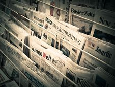 Free Newspapers On Stand Stock Photos - 88813703