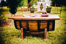 Free Rustic Garden Table Royalty Free Stock Image - 88814006