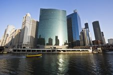 Free Yellow Boat On Chicago River Royalty Free Stock Images - 8893409