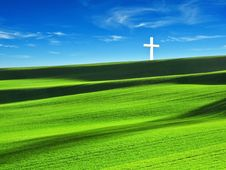 Free Cross In The Field Royalty Free Stock Images - 8895069
