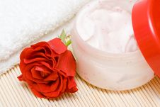 Free Cream, White Towel And Red Rose Stock Image - 8897091