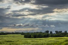 Free Sun Raise From The Sky Over The Green Fields Stock Photos - 88984423