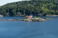 Free Sailboat In Norwegian Fjord Royalty Free Stock Photography - 891627