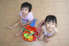 Free Girls Playing Beach Playset Royalty Free Stock Images - 895729