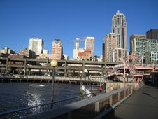 Free Seattle Waterfront And Double Dekker Highway Royalty Free Stock Images - 898859