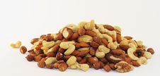 Free Huge Nut Pile Royalty Free Stock Images - 8907359