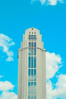 Free White High Rise Building Under Blue And White Sky During Daytime Royalty Free Stock Image - 89058726