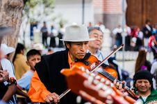 Free Man Playing The Violin On The Street Stock Photos - 89060143