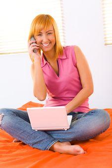 Free Mobile Woman Royalty Free Stock Photos - 8919908