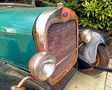Free Rusty Ford Front Royalty Free Stock Photo - 89128155