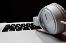 Free Headphones Stock Photography - 89130762