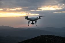 Free White Remote Control Quadcopter During Sungset Royalty Free Stock Images - 89193819