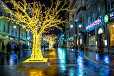 Free City Street Illuminated At Night Royalty Free Stock Images - 89195099