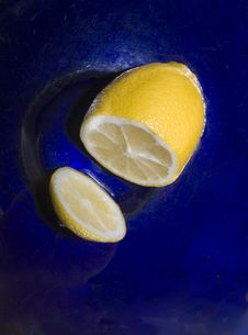 Free Lemon In A Blue Bowl Royalty Free Stock Image - 8920696