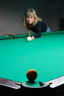 Free The Girl Plays Billiards Stock Photography - 8925282
