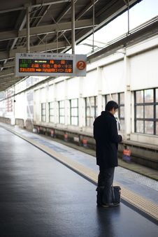 Free Man Waiting For Subway Train In Japan Royalty Free Stock Images - 89251669