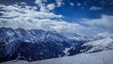 Free Snowy Mountains Stock Photography - 89251882