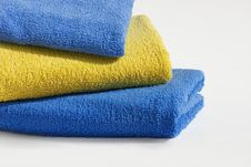 Free Three Bath Towels In Stack Royalty Free Stock Images - 8932379