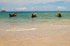 Free Three Wooden Boats At The Sea Stock Photography - 8932682