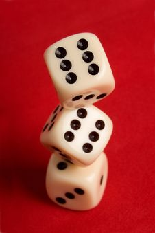 Free Dice Cup And Dice Stock Photo - 8941520