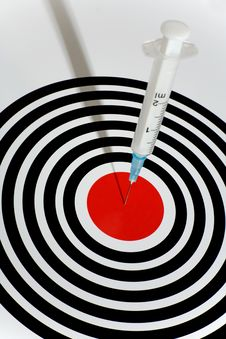 Free Syringe In A Dartboard Royalty Free Stock Images - 8941539