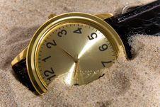 Free Clock On Sand Bacground Royalty Free Stock Image - 8941836