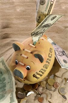Free Piggy Bank - Financial Crisis Royalty Free Stock Photography - 8941907