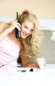 Free Pretty Woman Talking On The Phone Stock Photography - 8946432