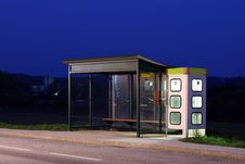Free Busstop At Night Royalty Free Stock Images - 8948069