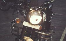 Free Royal Enfield Vintage Motorcycle Stock Photo - 89439770