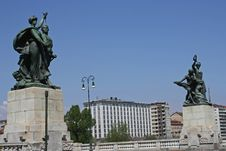 Free Statues Over The Bridge Stock Photos - 8950113