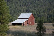 Free Red Wooden Barn During Daytime Stock Photo - 89505490