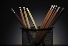 Free Wooden Pencils In Pencil Holder Stock Photography - 89508372