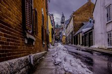 Free Snow On Alley Royalty Free Stock Photography - 89572367