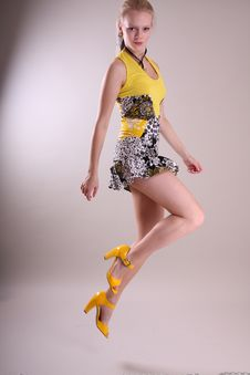 Free Fashion Model In Studio Royalty Free Stock Images - 8961139