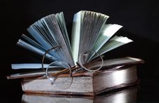 Free Old Books On Dark Royalty Free Stock Photos - 8961918