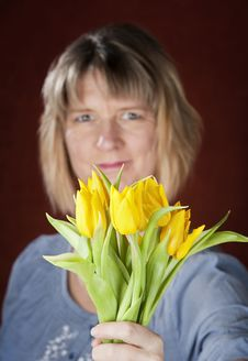 Free Woman With Yellow Tulips Royalty Free Stock Images - 8962769